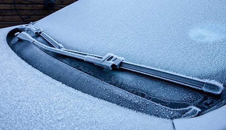 روش پاک کردن شیشه یخ زده خودرو